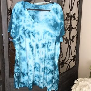 Plus size 26/28 blue tie dye short sleeve tee NWOT